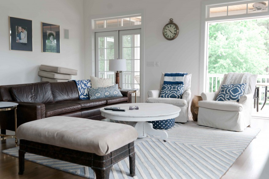 navy brown white livingroom
